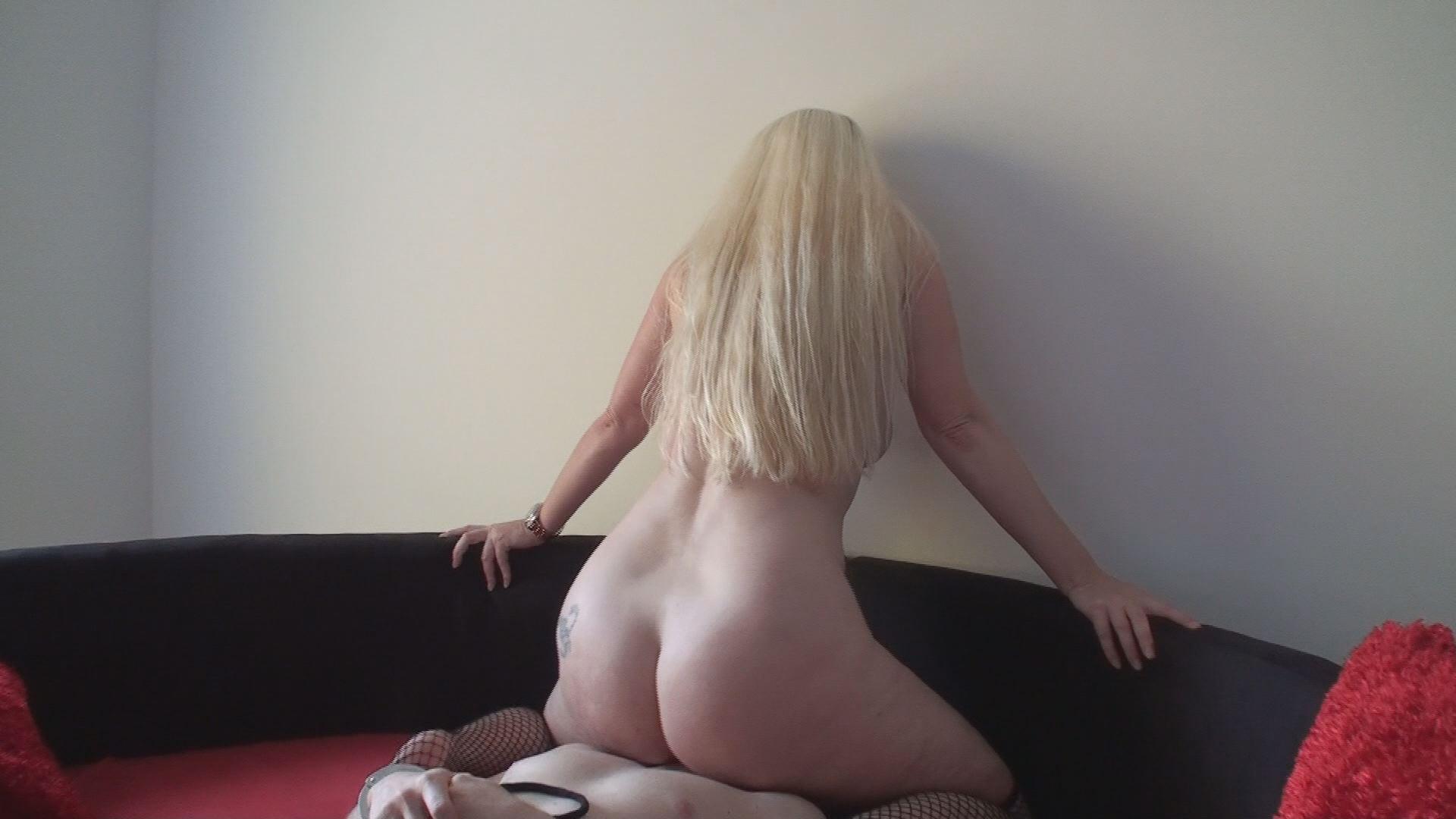 Naked Facesitting 127